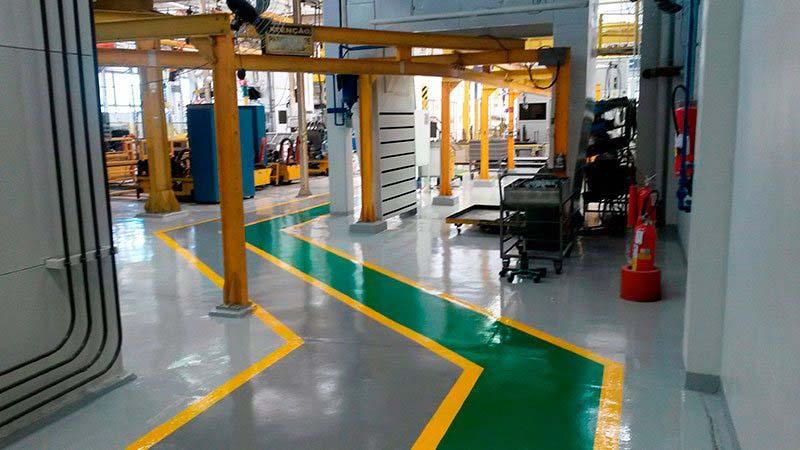 Aplicação de epoxi em piso